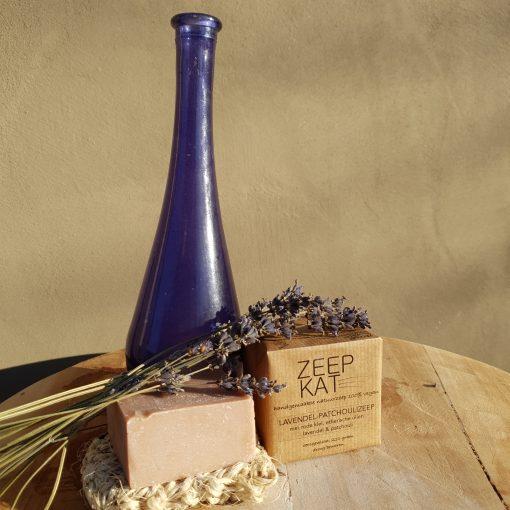 lavendel-patchouli-zeep-handgemaakte-natuurzeep-1